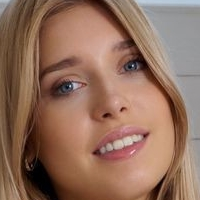 Freya Mayer